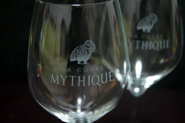 ふくろうの絵柄のついたワイングラス