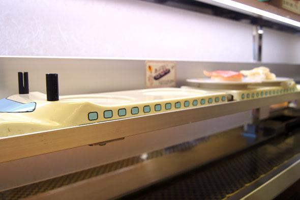 寿司専用レーンの新幹線