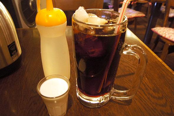 ジョッキのアイスコーヒー