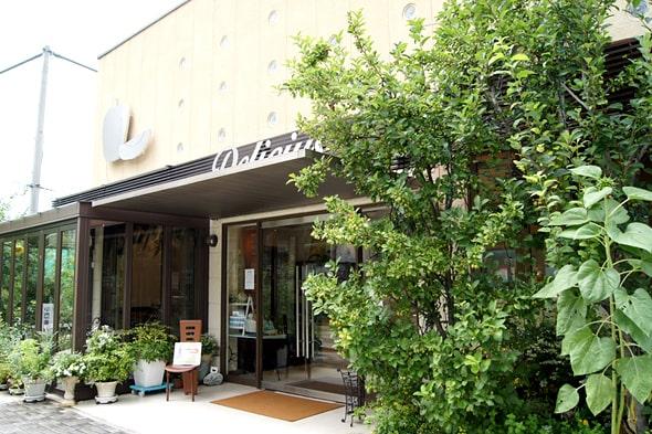 デリチュース 箕面本店の外観
