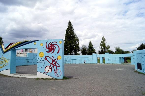 宇宙が描かれた壁