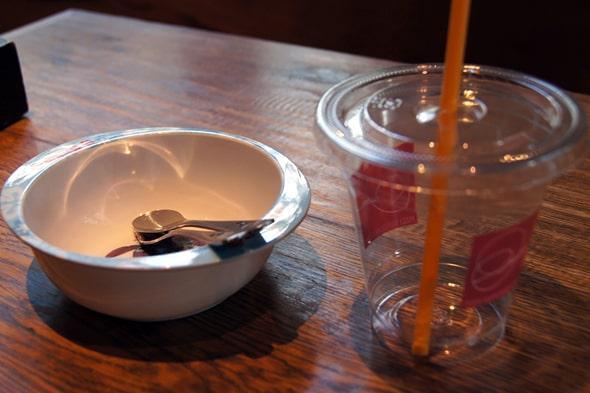 子ども用のお皿とコップ