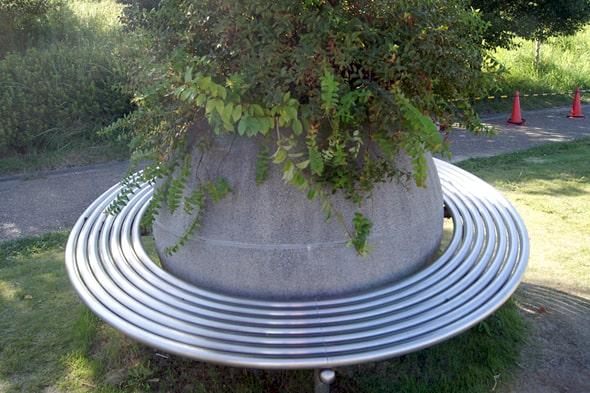 土星の形をしたベンチ