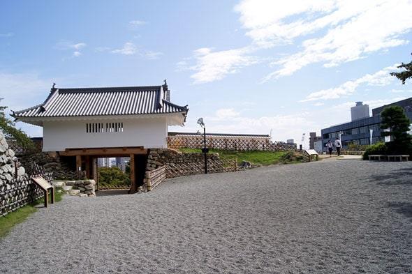 城前の広場