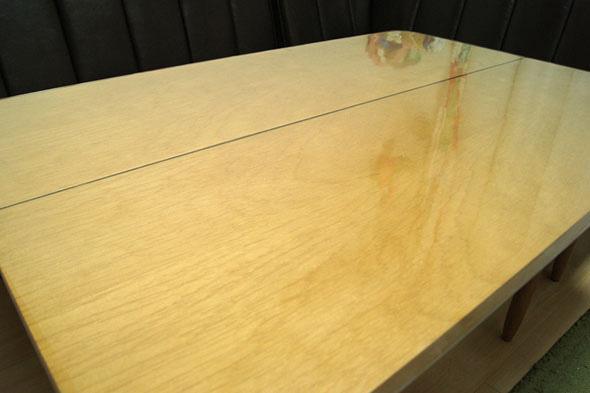 マットを敷いたテーブル