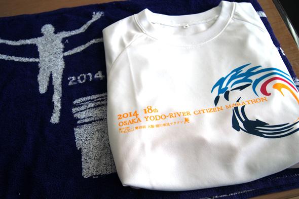 オリジナルTシャツとスポーツタオル