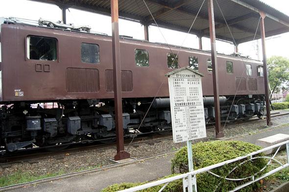 電気機関車の横
