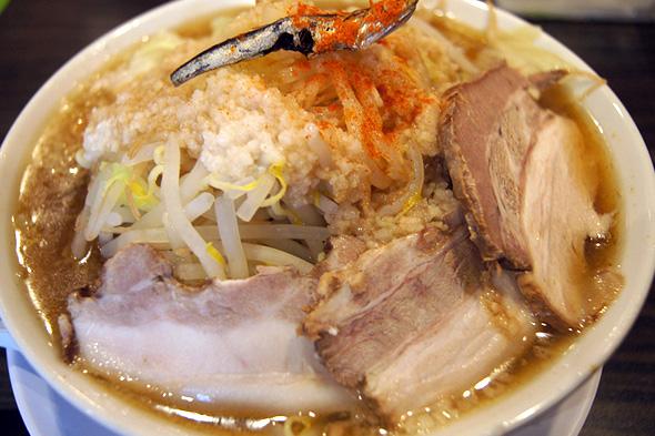 大阪にぼ次朗 煮干しラーメンの一朗半、野菜マシ、背脂マシ、タレまし