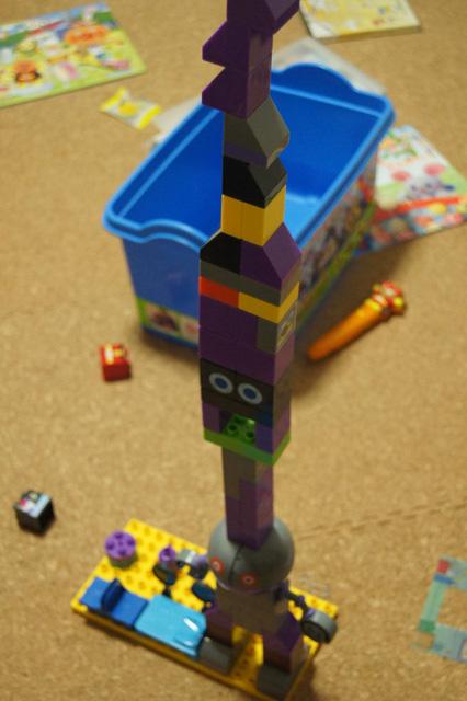 だだんだんの頭に積み上げられたブロック