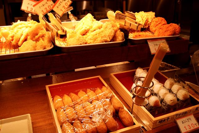 天ぷらやおにぎり