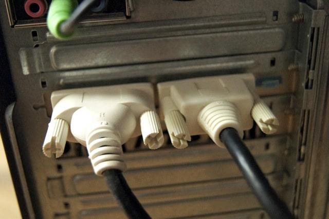 DVI-Dで接続