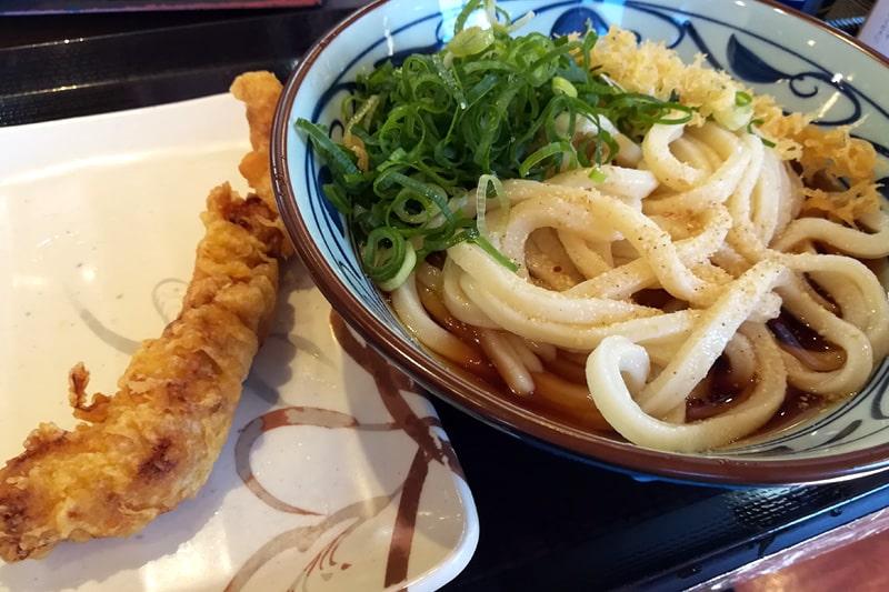 丸亀製麺のうどんと天ぷら