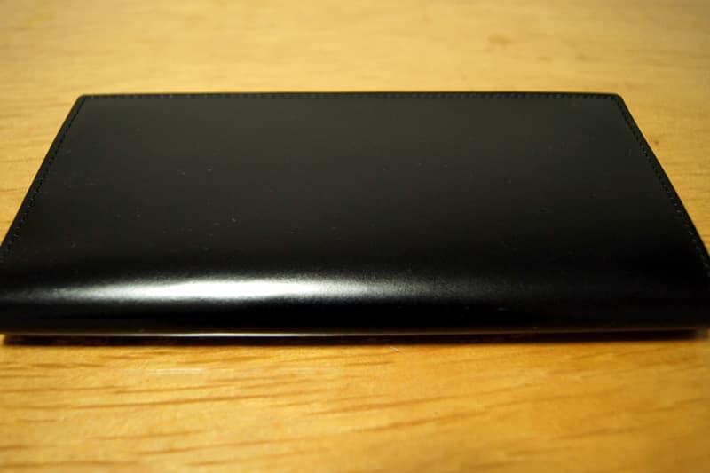 GANZOコードバン長財布の表面