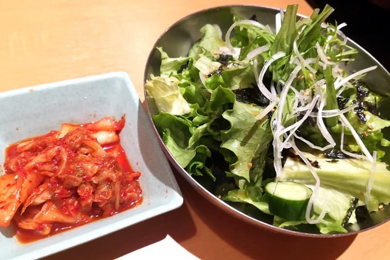 たっぷり韓国海苔のチョレギサラダとキムチ