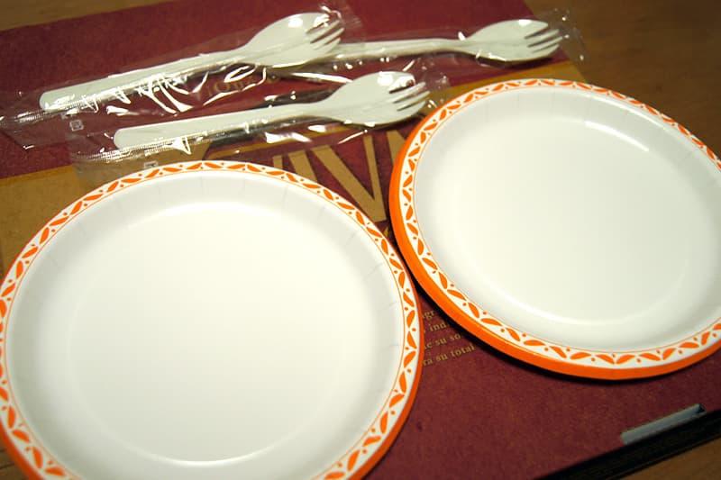 取り皿とスプーン