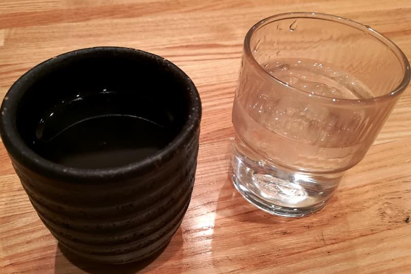お冷とお茶