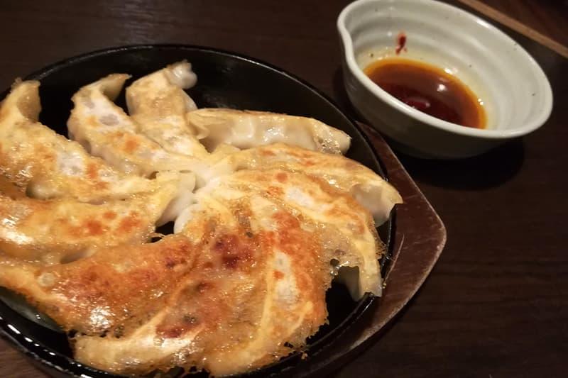 白木屋自慢の本場博多鉄鍋餃子