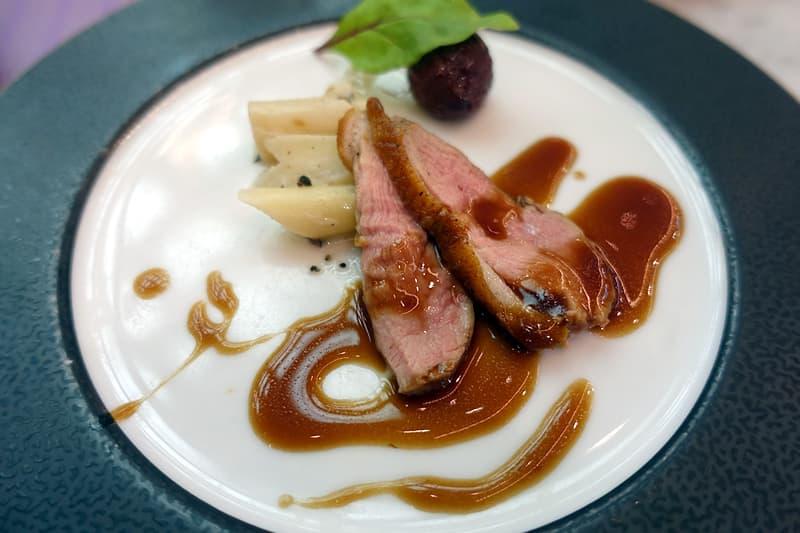 鴨胸肉のポアレ西洋牛蒡のア・ラ・クレームトリュフ風味