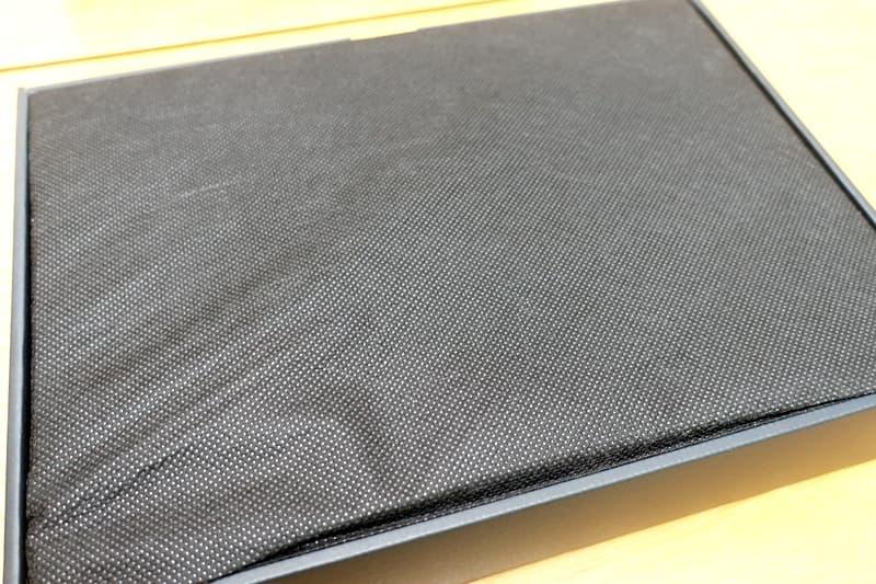 黒い布に包まれたVAIO