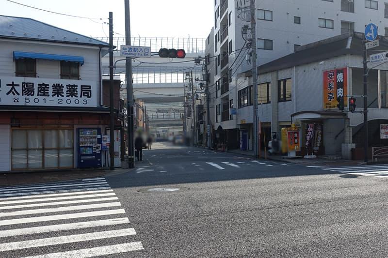生麦駅入口の交差点