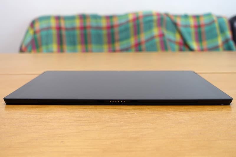 Surface Pro 7の薄さ