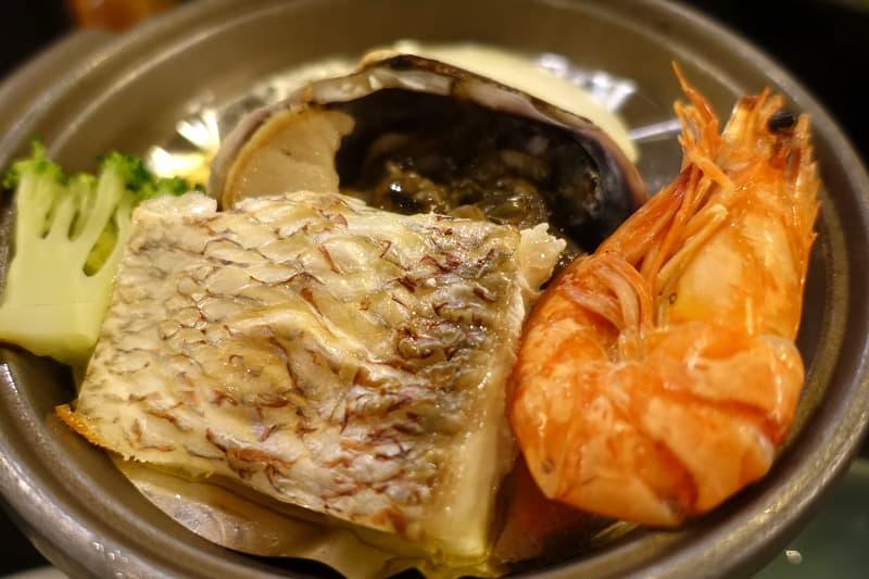 鯛と魚介の蒸し焼き