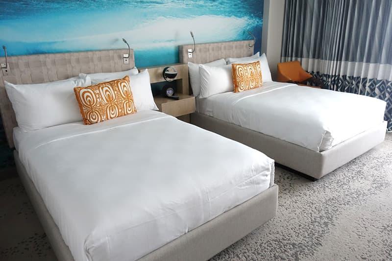 ダブルベッドの客室