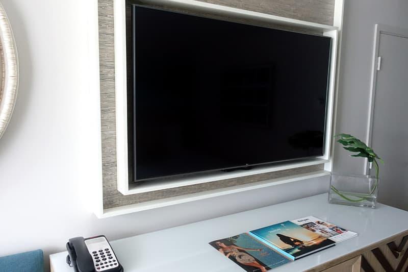 大型のテレビ