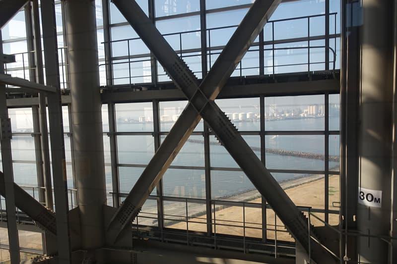 エレベーター内からの景色
