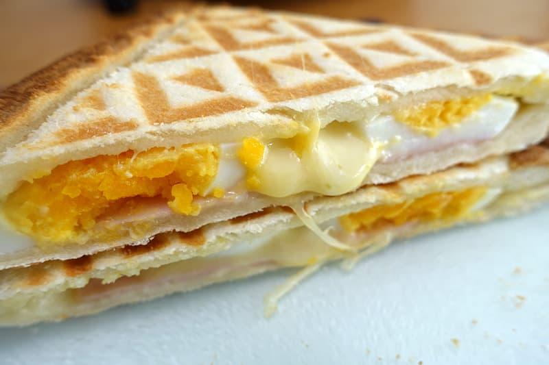 ゆで卵とハム、チーズのホットサンド