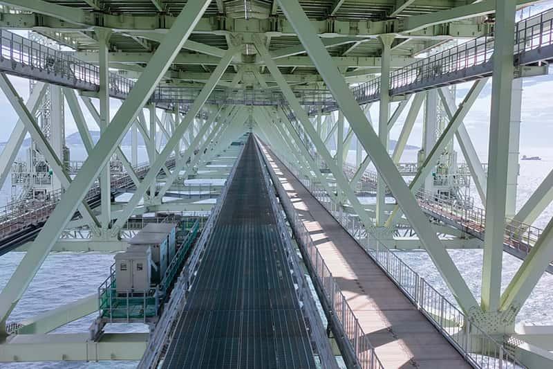 明石海峡大橋の鉄骨