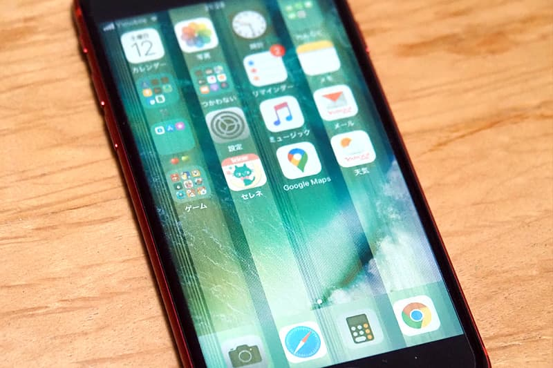 iPhone SEの液晶に入った白い縦線