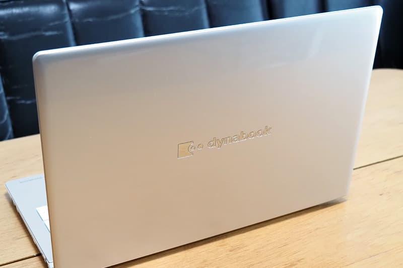 dynabook AZ66の背面