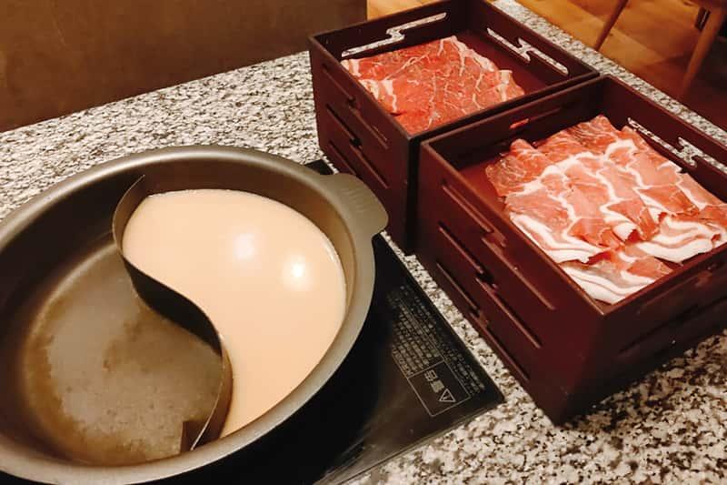 しゃぶしゃぶの牛肉 豚肉食べ放題