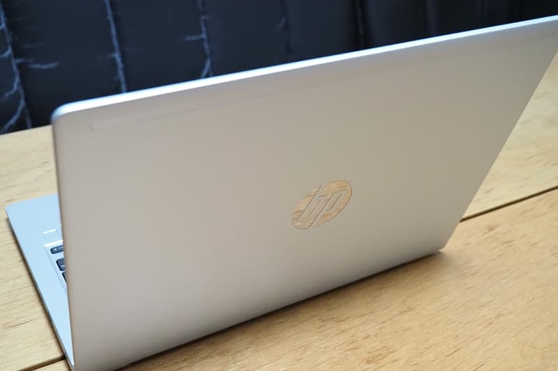 HP ProBook 430 G7の背面のロゴ