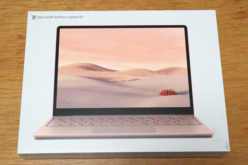 Surface Laptop Goの箱