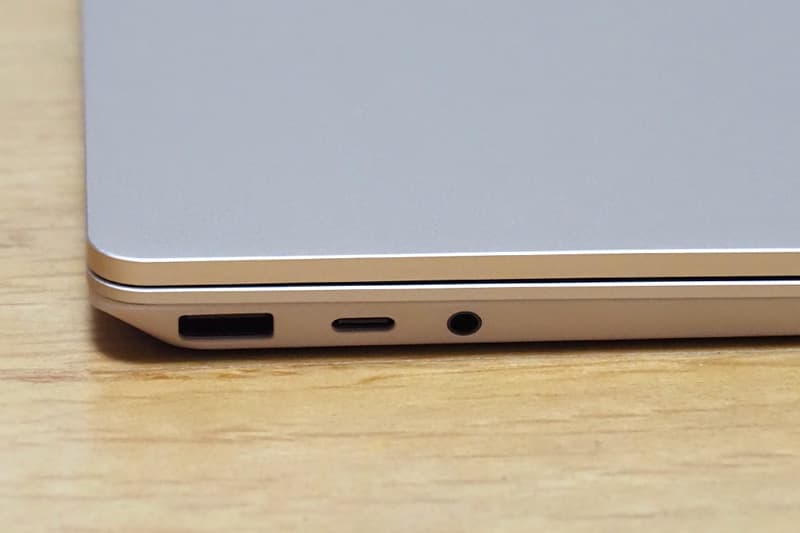 Surface Laptop Goのの端子