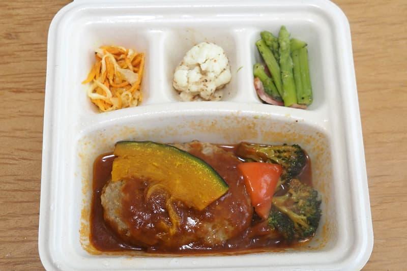 ハンバーグと温野菜のデミ