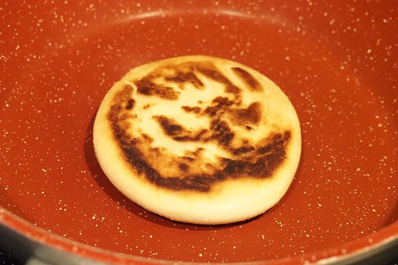 ホットクをフライパンで焼く