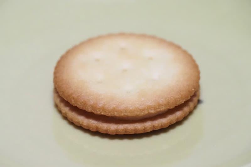 チーズクリームサンドクラッカー