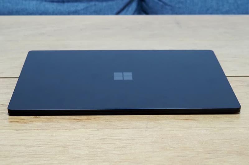 Surface Laptop 4の薄さ