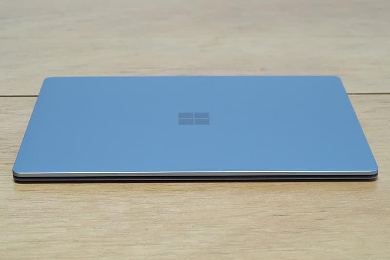 Surface Laptop 4 13.5インチの薄さ
