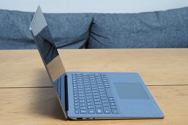 Surface Laptop 4 13.5インチの側面