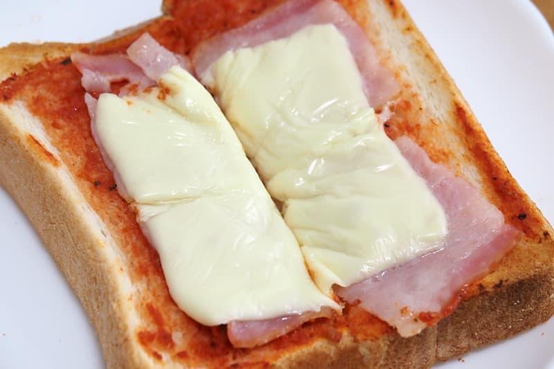 ピザトーストのチーズ