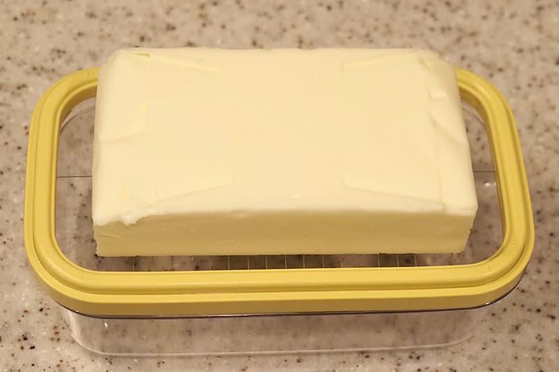 ワイヤープレート枠の上にバターを置く
