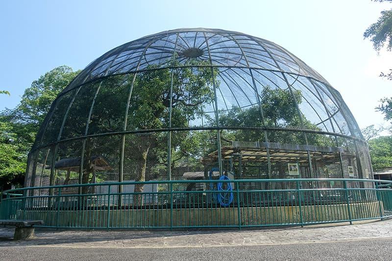 ドーム型の鳥舎
