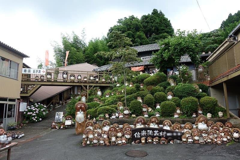 信楽陶芸村のたぬき