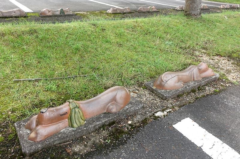 滋賀県立陶芸の森の子犬の車止め
